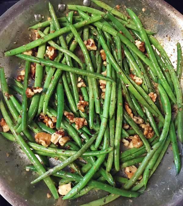 green beans with walnuts and herbs