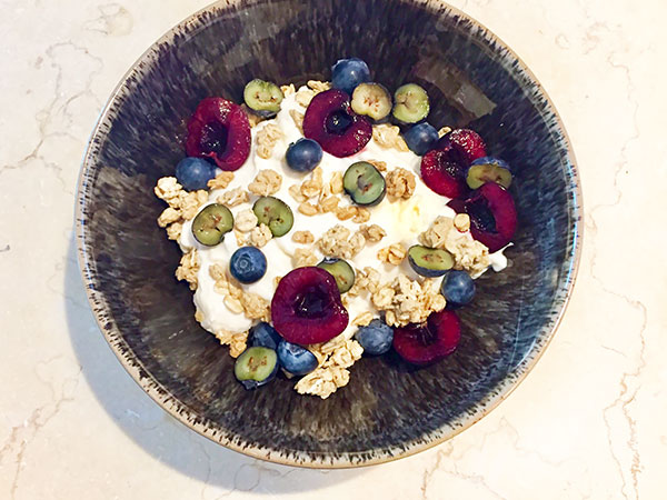 #greekyogurt granola bowl