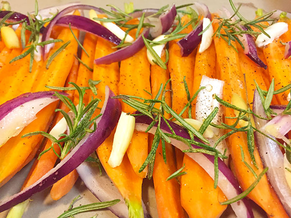 roasted carrots with fresh herbs, onion and garlic