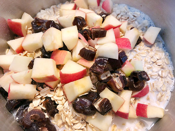 stove top oatmeal with dates and apples