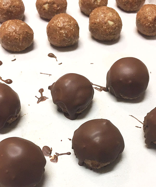 superfood nut balls with chocolate coating